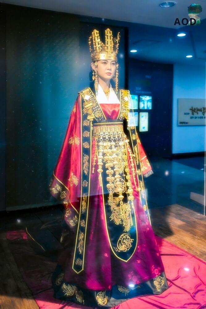 Königin Figur von Königin Seon Deok (Queen Seondeok) ausgestellt im Gyeongju Tower auf dem Expogelände