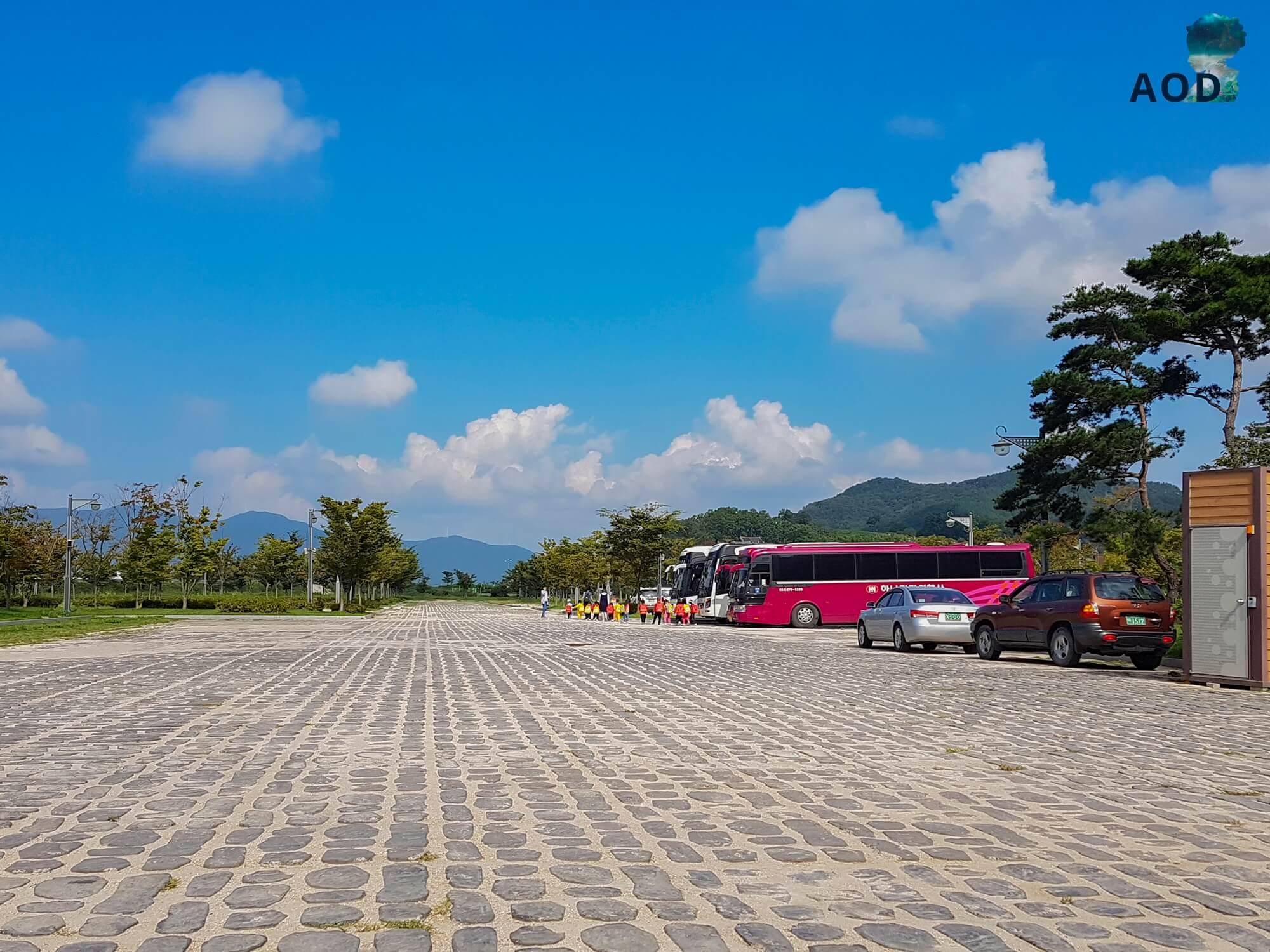 Großer Parkplatz vor dem Yangdong Maeul