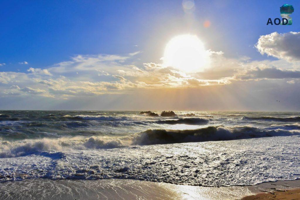 Unterwassergrab von König Munmu - Schöner Wellengang und Sonnenschein