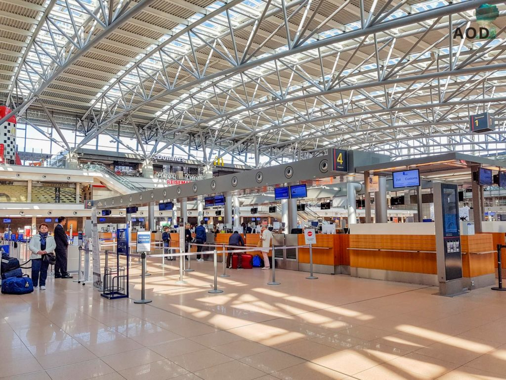 Check in am Flughafen - nur selten ist es so leer
