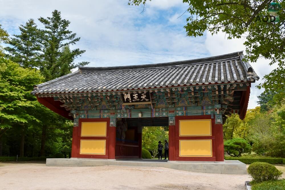 Sawangcheon im Bulguksa - das Tor mit den Wächterstatuen