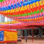 Buddhas Geburtstag, Tempelbesuche und Paraden